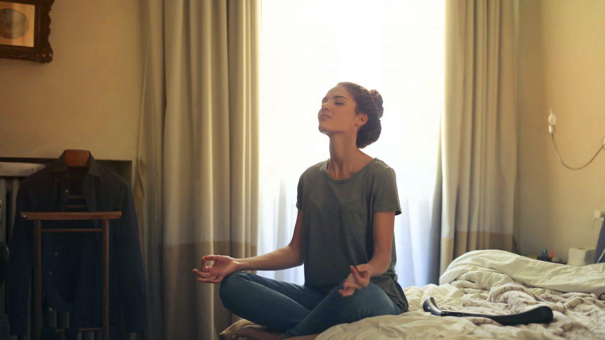 Cómo el yoga y la meditación pueden ayudar a relajarte